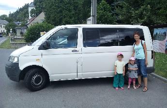 Rodina chce cestovat.